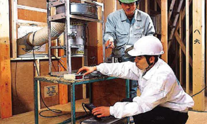 さいたま市の高気密住宅・高断熱住宅で実施する気密測定イメージ